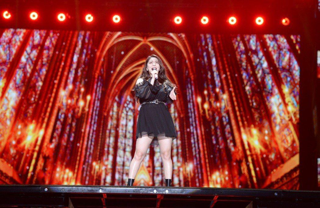 Ailee熱情與粉絲互動。圖/亞士傳媒提供