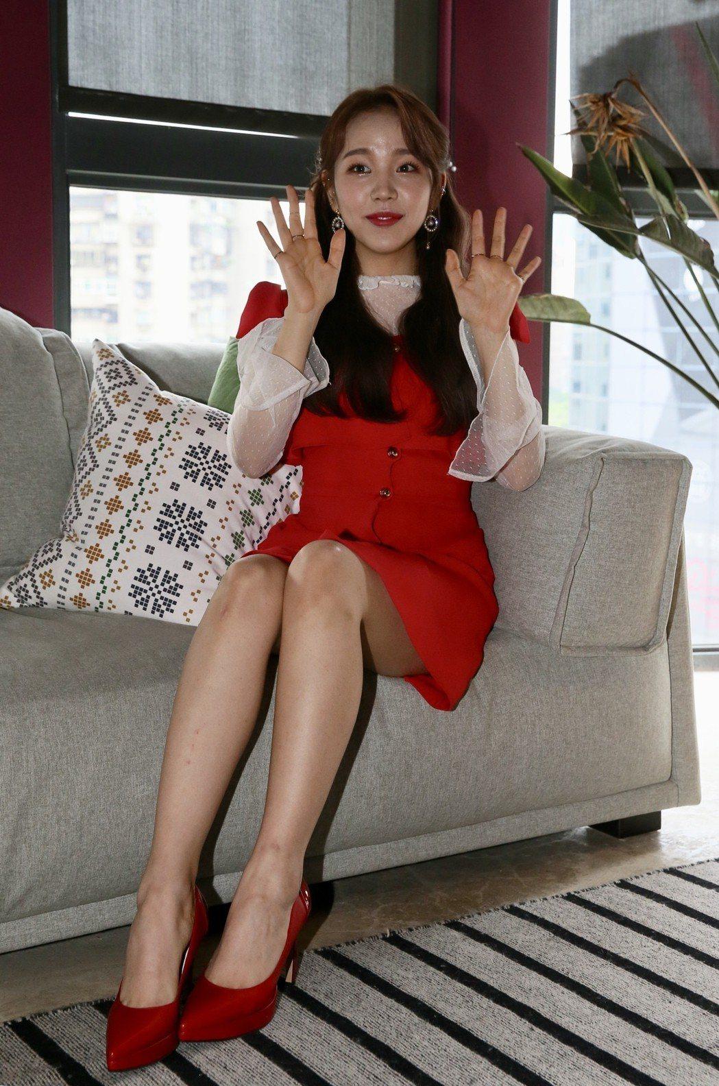 韓星白娥娟來台舉辦演唱會,在媒體宣傳訪問會上,用中文向大家問好。記者許正宏/攝影
