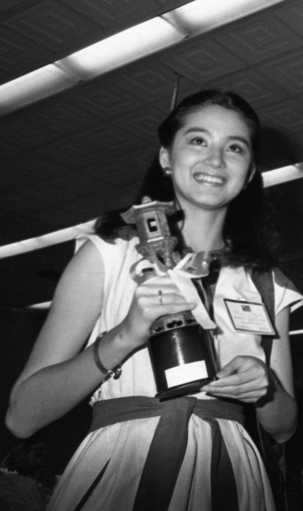 林青霞才21歲就以「八百壯士」勇奪亞洲影展最佳女主角獎。圖/報系資料照片