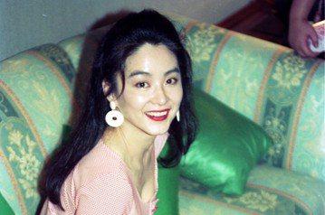 翻開華語片影史,曾經領一時風騷的眾多巨星之中,林青霞並非走紅時間最久的,然而她從影22年、兩度創下高峰,角色可男可女,文藝片與武俠片皆能勝任,又曾有「影壇第一美人」的封號,在華人區影響之大,至今罕有...