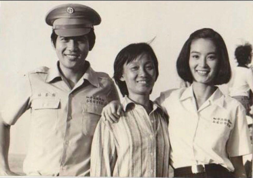 劉立立(中)拍了很多秦漢(左)和林青霞(右)的電影。 圖/家屬提供