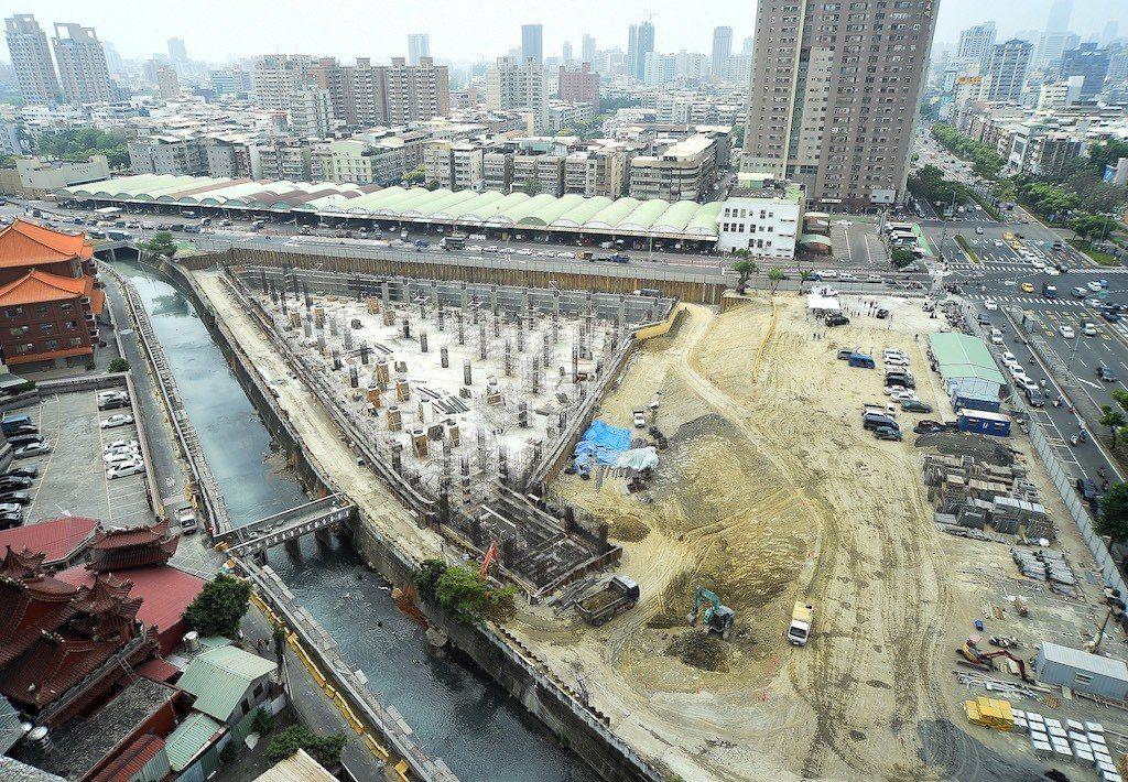 高雄市水利局新建中的十全滯洪池。記者劉學聖/攝影
