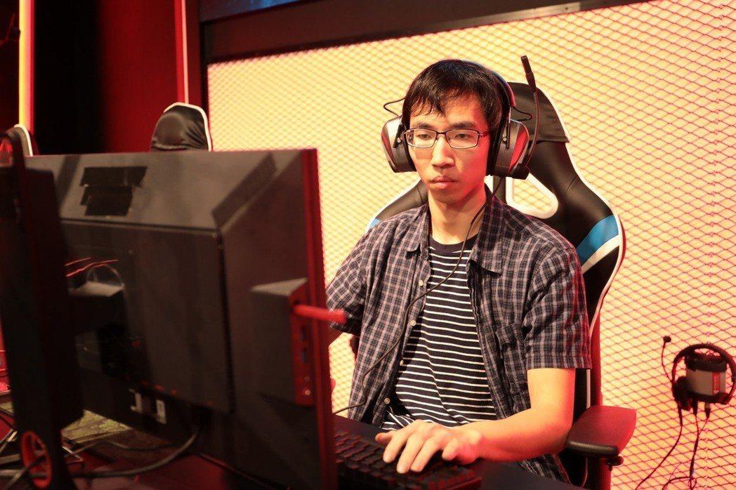 台灣人類選手ExpecT在冠軍賽中先馳得點,最終以1-4惜敗神族選手Has