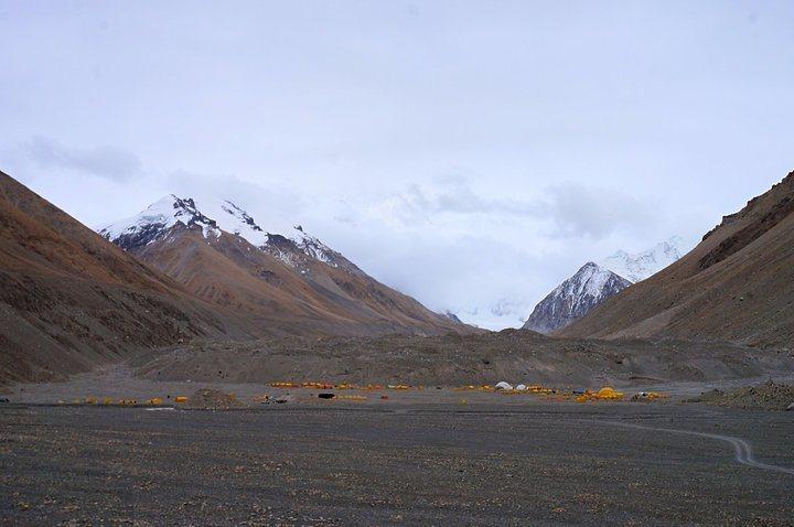 珠峰就藏在背後那層白雲後(@Tibet)。 圖/背包客棧