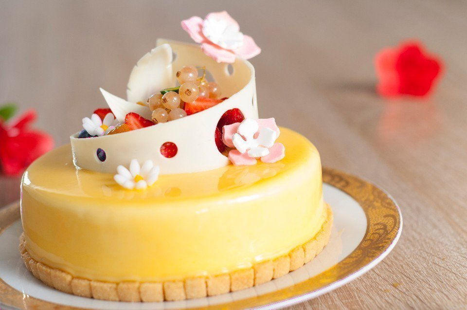 「杏桃百香果乳酪慕絲」母親節蛋糕。(圖片提供/台北凱撒大飯店)