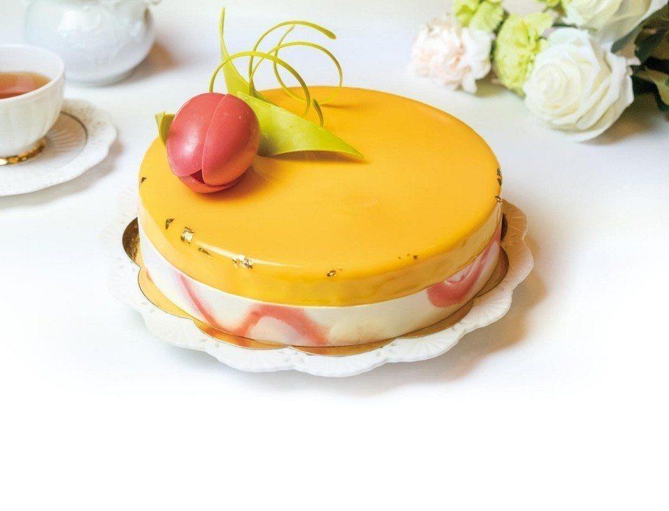 「莊園果風舒芙蕾」母親節蛋糕。(圖片提供/六福旅遊集團)