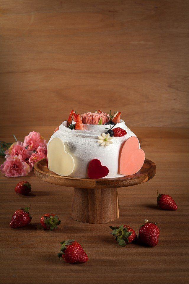 「莓麗母親」母親節蛋糕。(圖片提供/礁溪長榮鳳凰酒店)