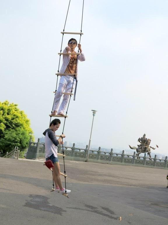 阿翔扮成郭富城。圖/民視提供