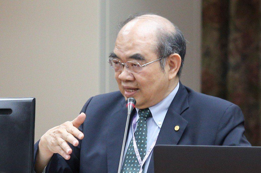 教育部長吳茂昆上午到立法院報告施政理念與政策,遭立委質詢在2015年擔任國立東華...