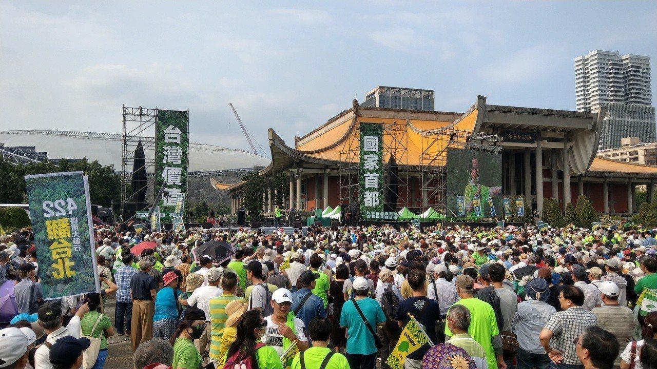 爭取民進黨提名參選台北市長的立委姚文智,昨主辦422機蛋大遊行。記者楊正海/攝影