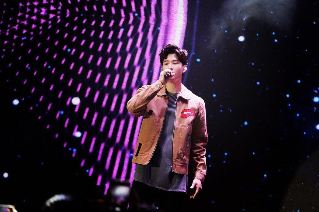 周興哲20日舉辦「如果雨之後」北京首場演唱會。圖/索尼音樂提供