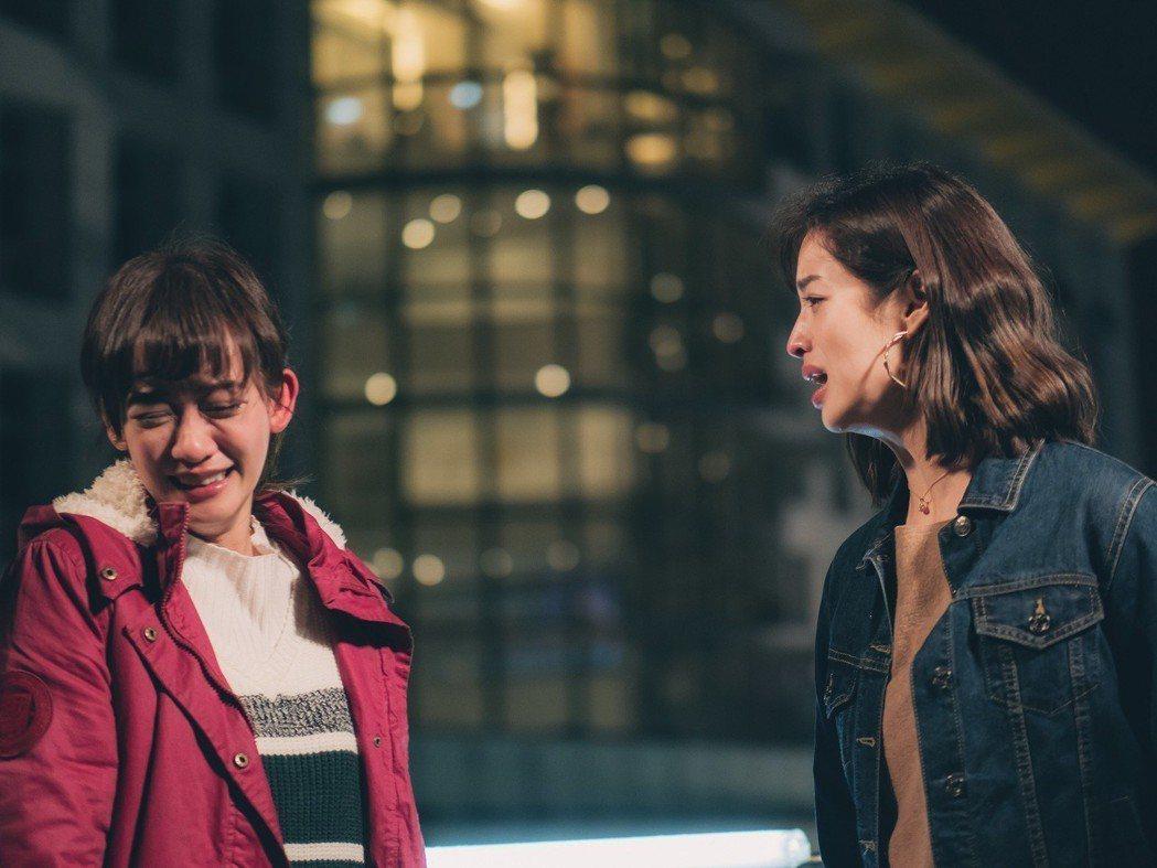 孟耿如(左)、莫允雯在「高塔公主」中閨密為男人鬧翻。圖/台視提供
