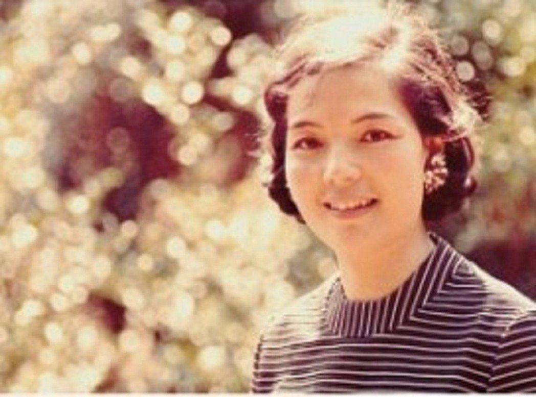 1968年,平鑫濤為妻子林婉珍拍的照片。照片中的她笑容燦爛。圖/皇冠提供