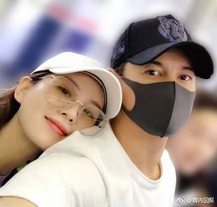 吳奇隆與劉詩詩自拍照曝光。圖/摘自微博
