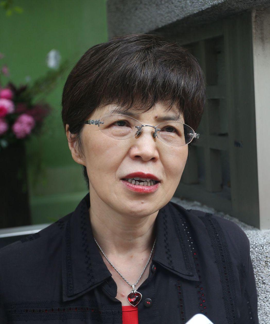 中山大學政治所教授廖達琪表示,政治人物瘋直潘,一旦泛濫就不新奇,仍需有設計及議題...