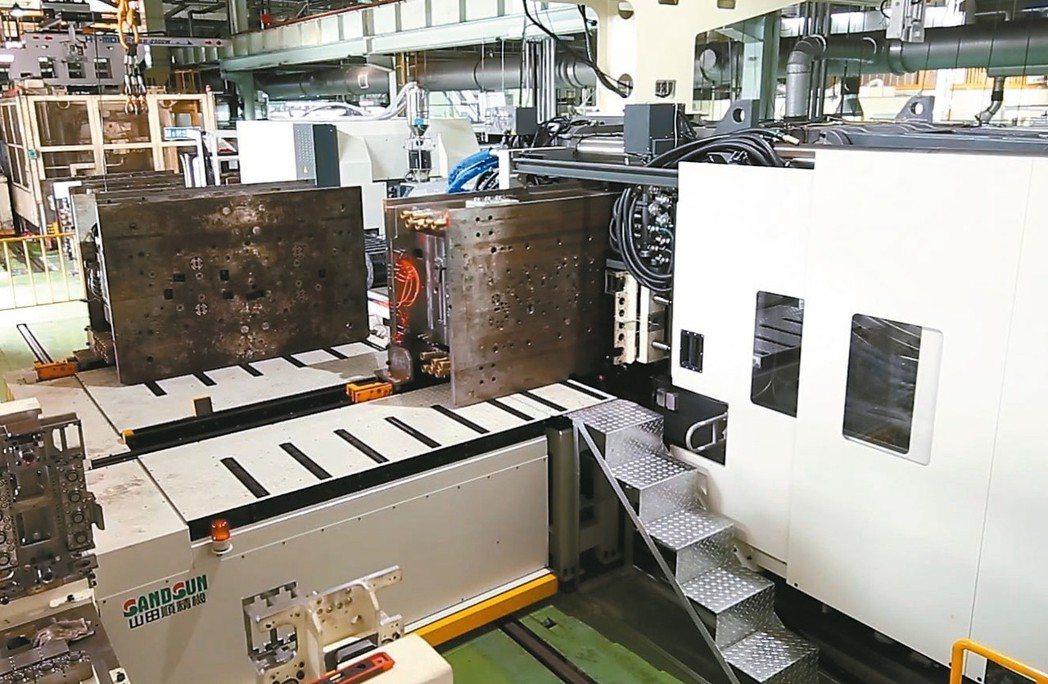 山田順精機自動換模台車系統,自動化、高效、智能。 山田順精機/提供
