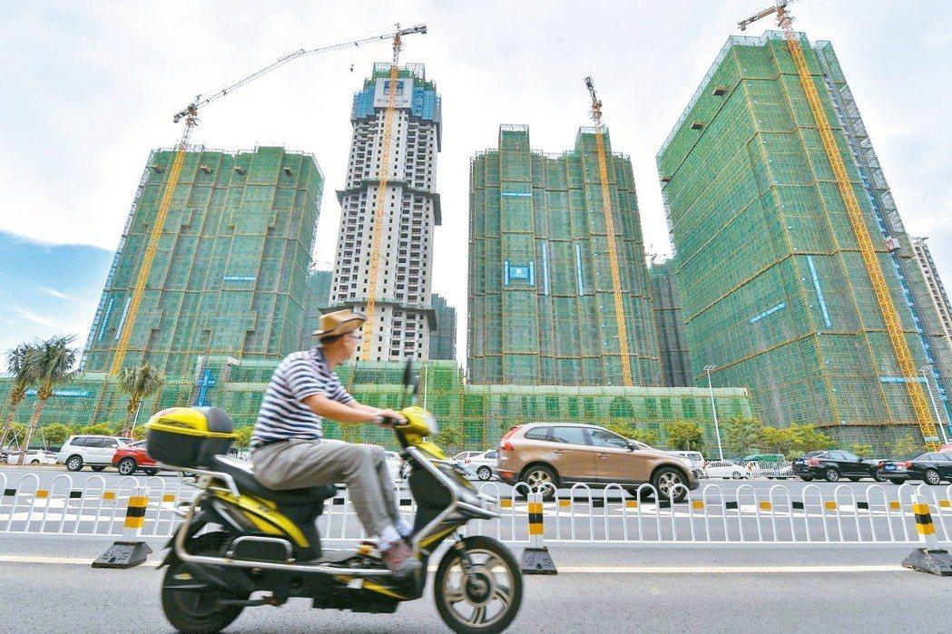 海南省宣布,即日起實施房市全域限購,且買房後要五年後才能賣。 中新社
