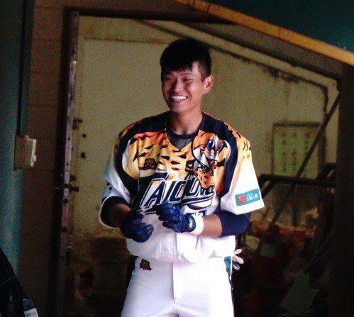 世大運中華成棒隊國手王正棠在台中台壽保隊當實習生。 中央社