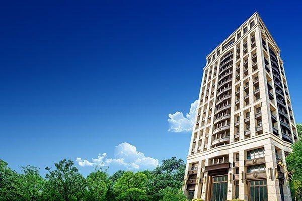 位於中和的新成屋個案「双捷晶華」,為台灣許多豪宅設計團隊香港P&T所設計,「双捷...