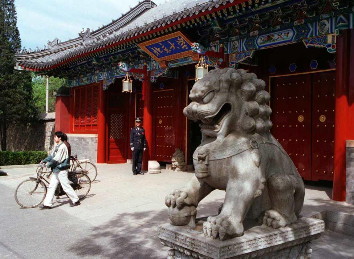 圖為1998年的北京大學。當年中文系教授沈陽的性侵女學生案,如今在北大學生響應 ...