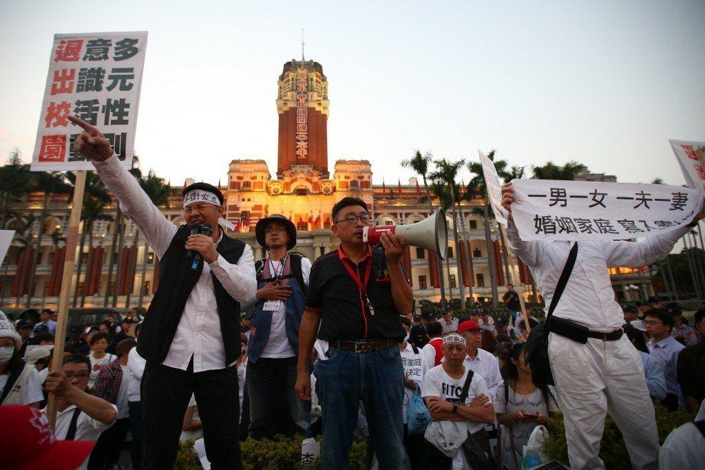 台灣已有越來越多的宗教團體堅持把自身的道德觀點或信仰立為法律,並用來禁止、排除不同信仰者的基本權利。 圖/聯合報系資料照