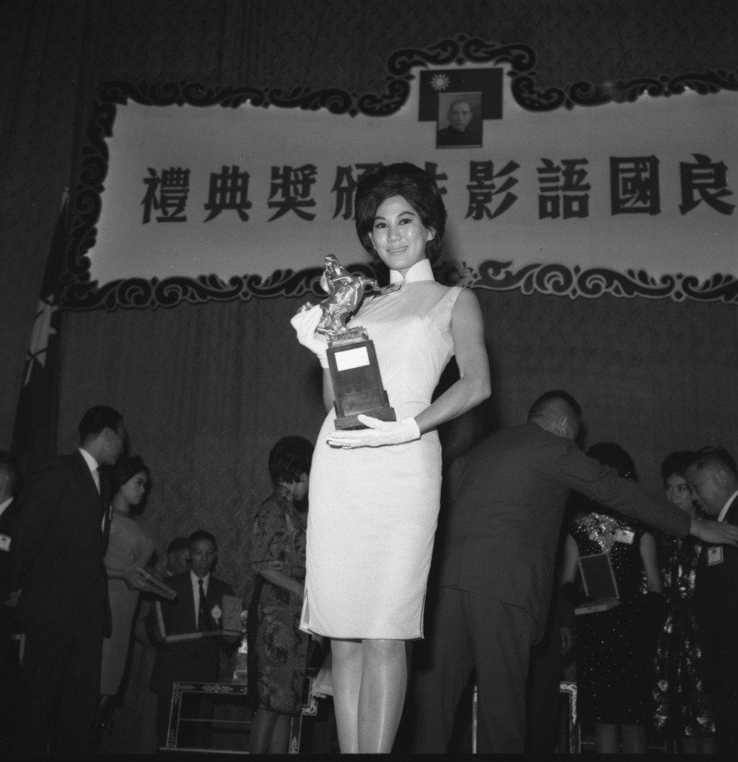 凌波來台領取憑「梁山伯與祝英台」所獲的演技特別獎。圖/報系資料照片
