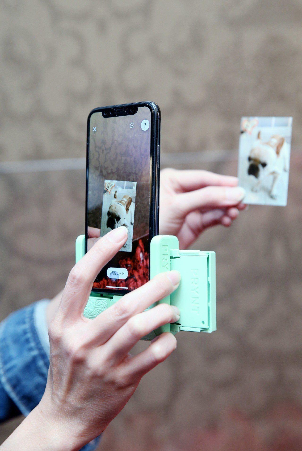 Prynt Pocket動態象印機,售價5,980元。記者邱德祥/攝影