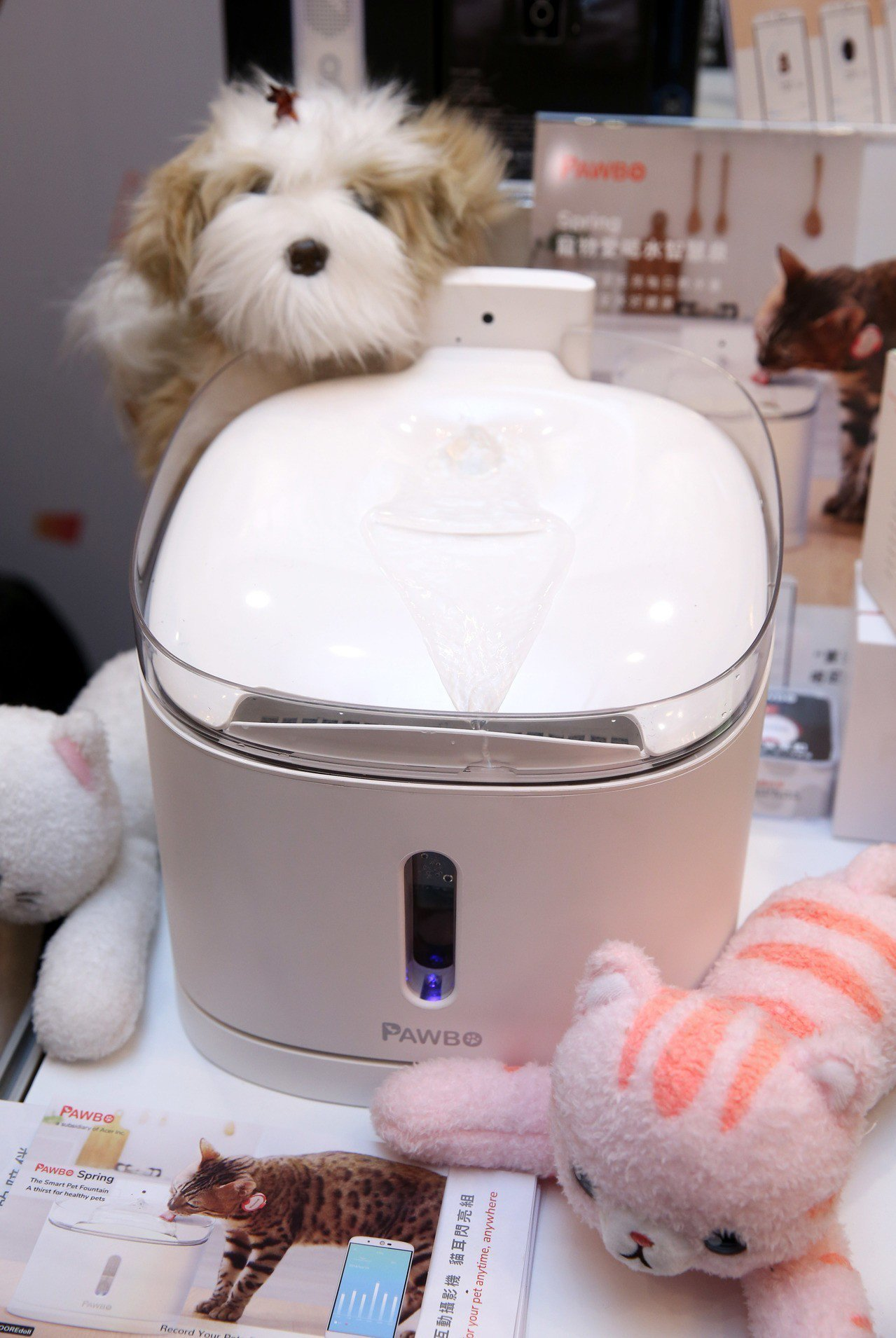 PAWBO Spring寵物愛喝水智慧泉,預購價5,980元。記者邱德祥/攝影