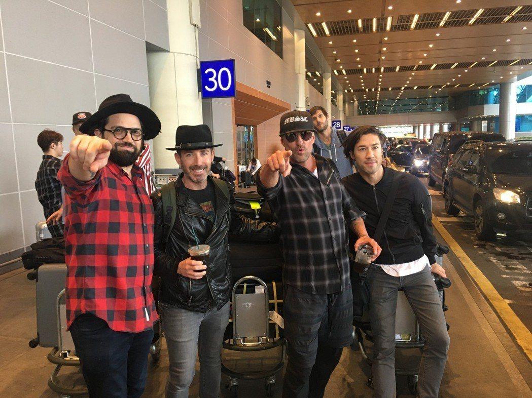 丹尼爾(右2)帶著自己的樂團,相隔6年再度返台開唱,坦言非常期待與歌迷相見。圖/
