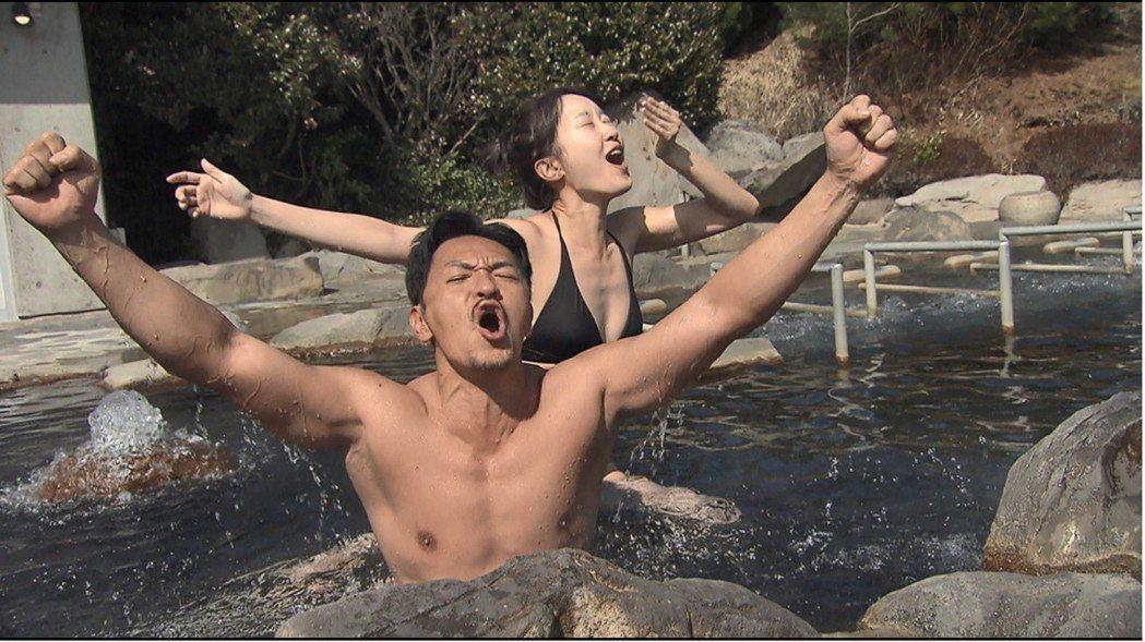 夢多(前)和巴鈺到日本泡湯。圖/TVBS提供