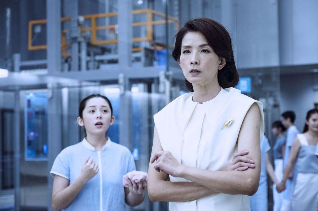 吳兆絃(左)演出葉全真的女兒。圖/公視提供