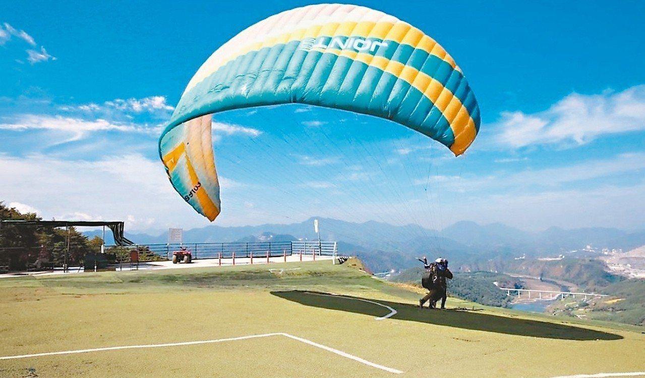 丹陽滑翔傘需從600公尺高的山坡一躍而下。 圖/擷取自CAFE SANN Ins...