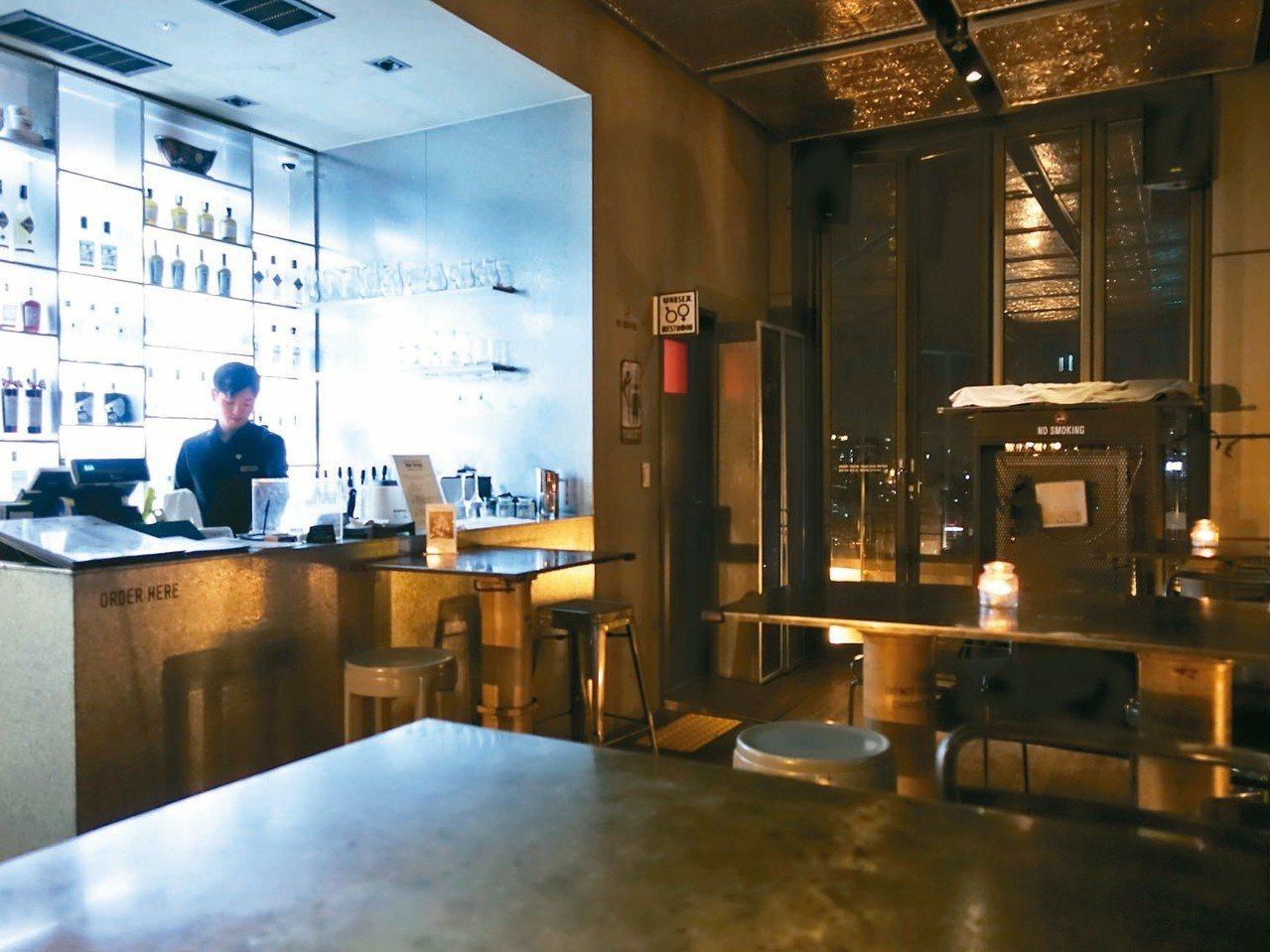 Hotel Cappuccino空中酒吧。 記者張芳瑜/攝影