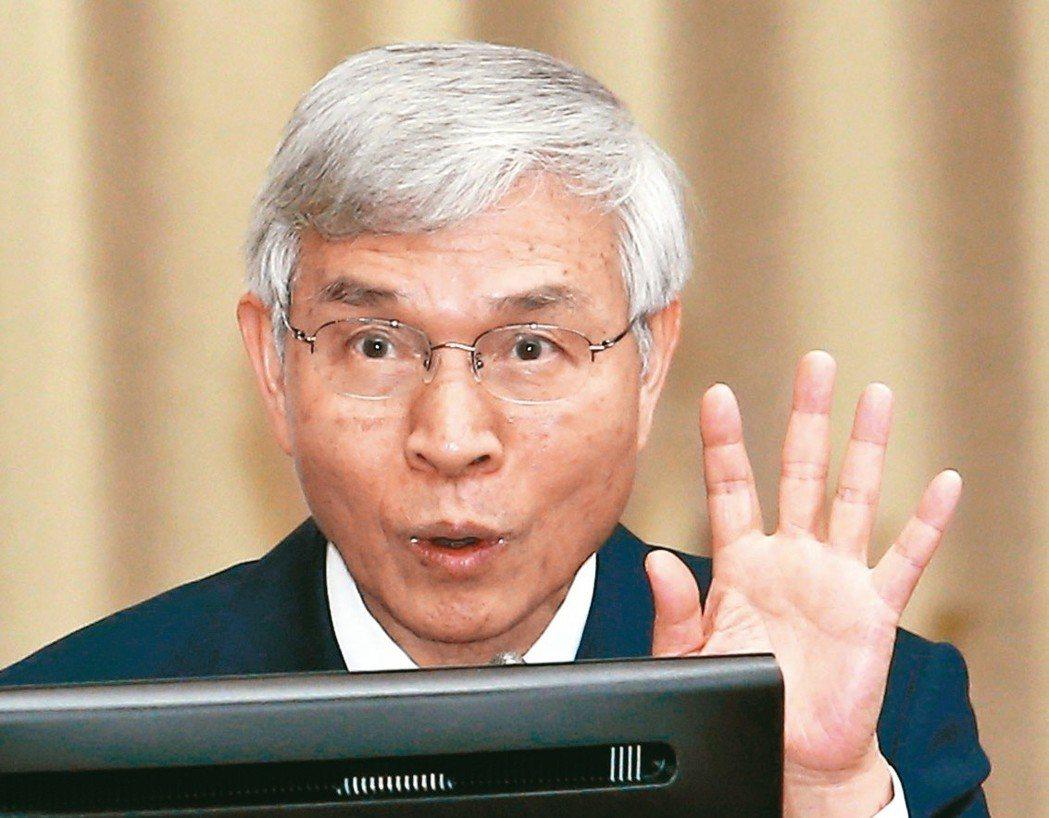 中央銀行總裁楊金龍上午在立法院財委會答詢時表示,若4月外資匯出已逾30多億美元,...