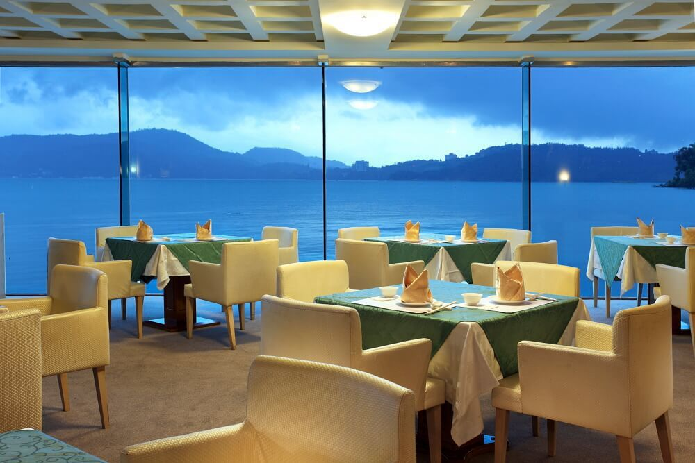 日月潭館湖畔景觀餐廳。圖/力麗觀光 提供
