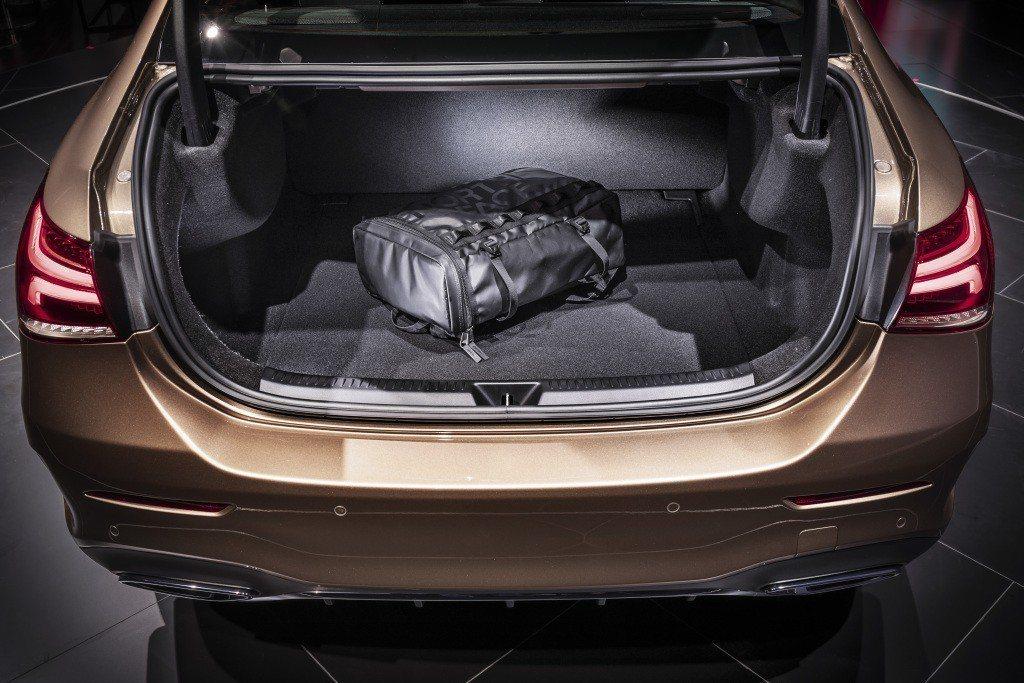 Mercedes-Benz A-Class L Sedan擁有420公升的後車廂容量。 摘自Mercedes-Benz