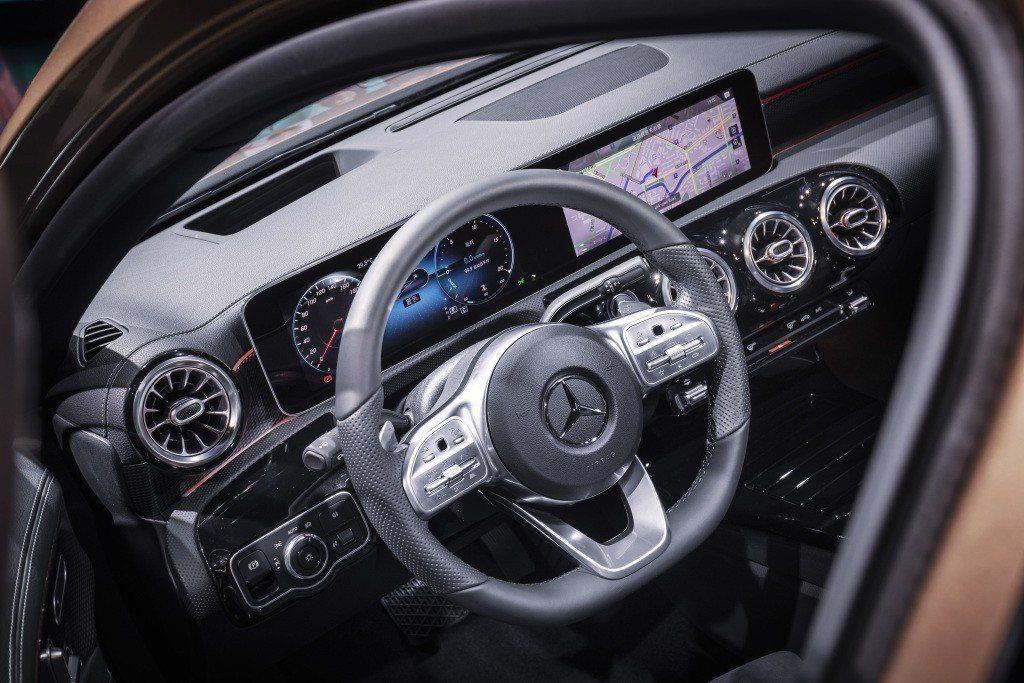 Mercedes-Benz A-Class L Sedan 車室。 摘自Mercedes-Benz