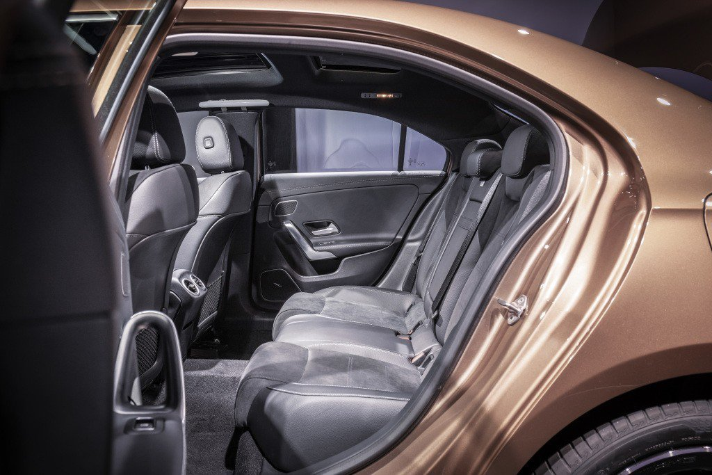 Mercedes-Benz A-Class L Sedan在軸距加長下,更有舒適的乘坐空間。 摘自Mercedes-Benz