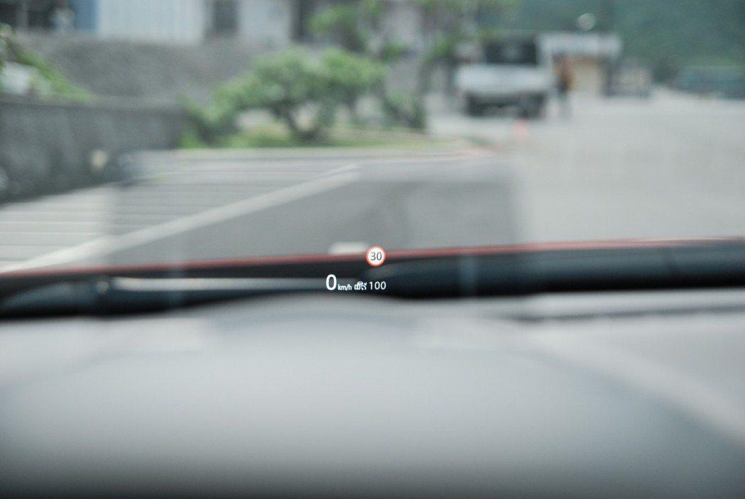 此次也換上 全彩Active Driving Sisplay 顯示螢幕,提升不少...