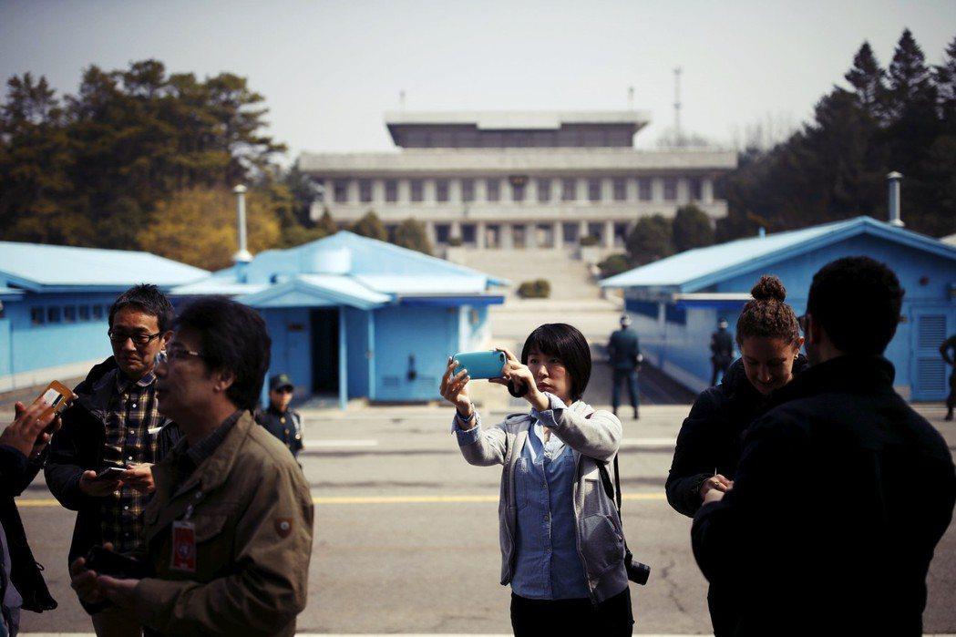 「因為對韓半島安保問題的關心度變高,外國旅客的數量也便大幅增加。」 圖/路透社
