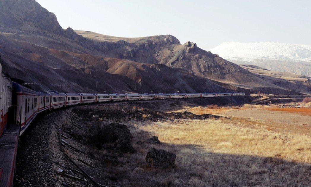 「數千年前,絲路連結最大的幾個文明,高加索是沿途最重要的路段之一...。」圖為土...