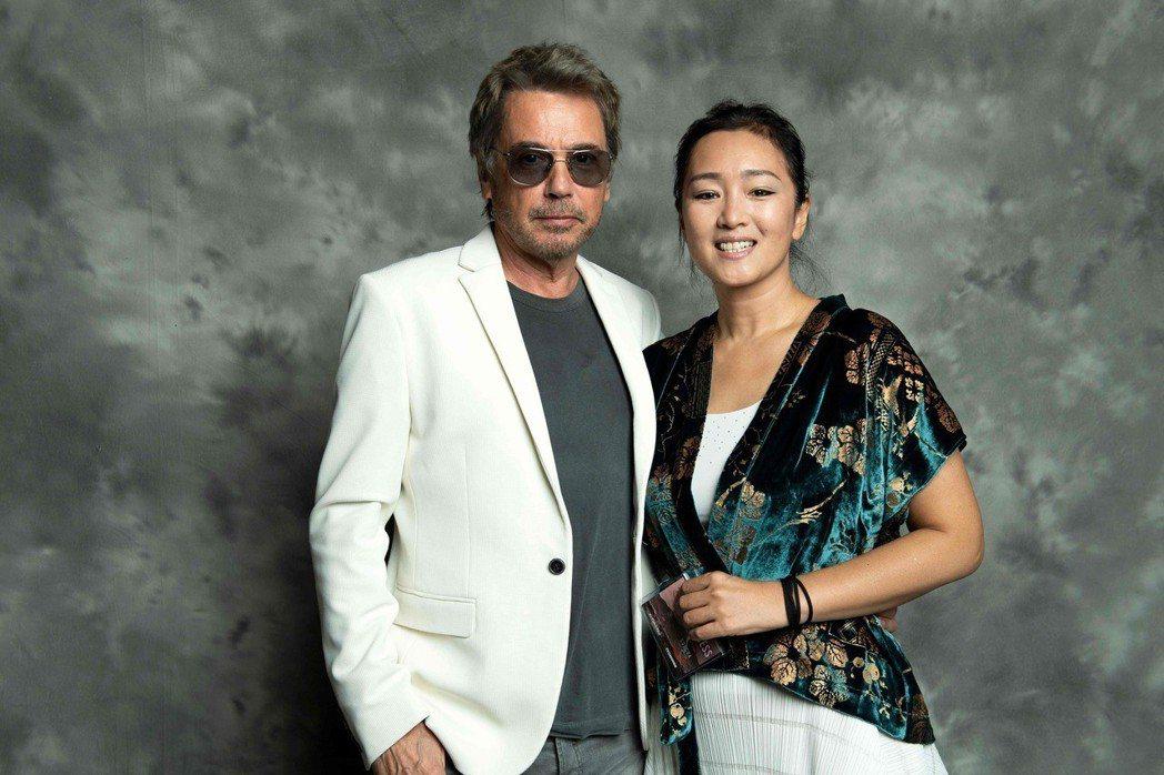 鞏俐(右)和法國音樂名家尚米歇爾雅爾戀情甜蜜,大方合照。圖/CFP