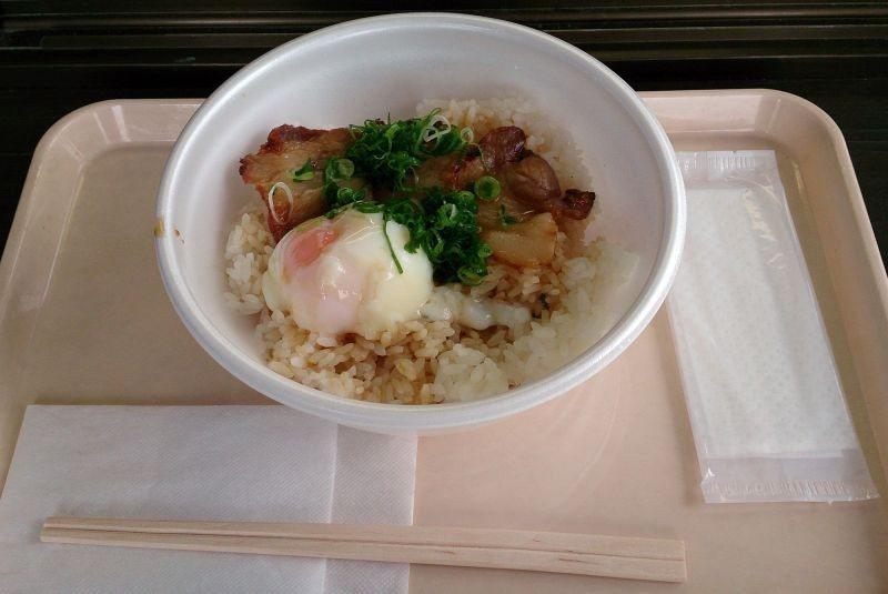 ▲看來普通的一碗飯,味道可不一般喔! (photo by 達叔)