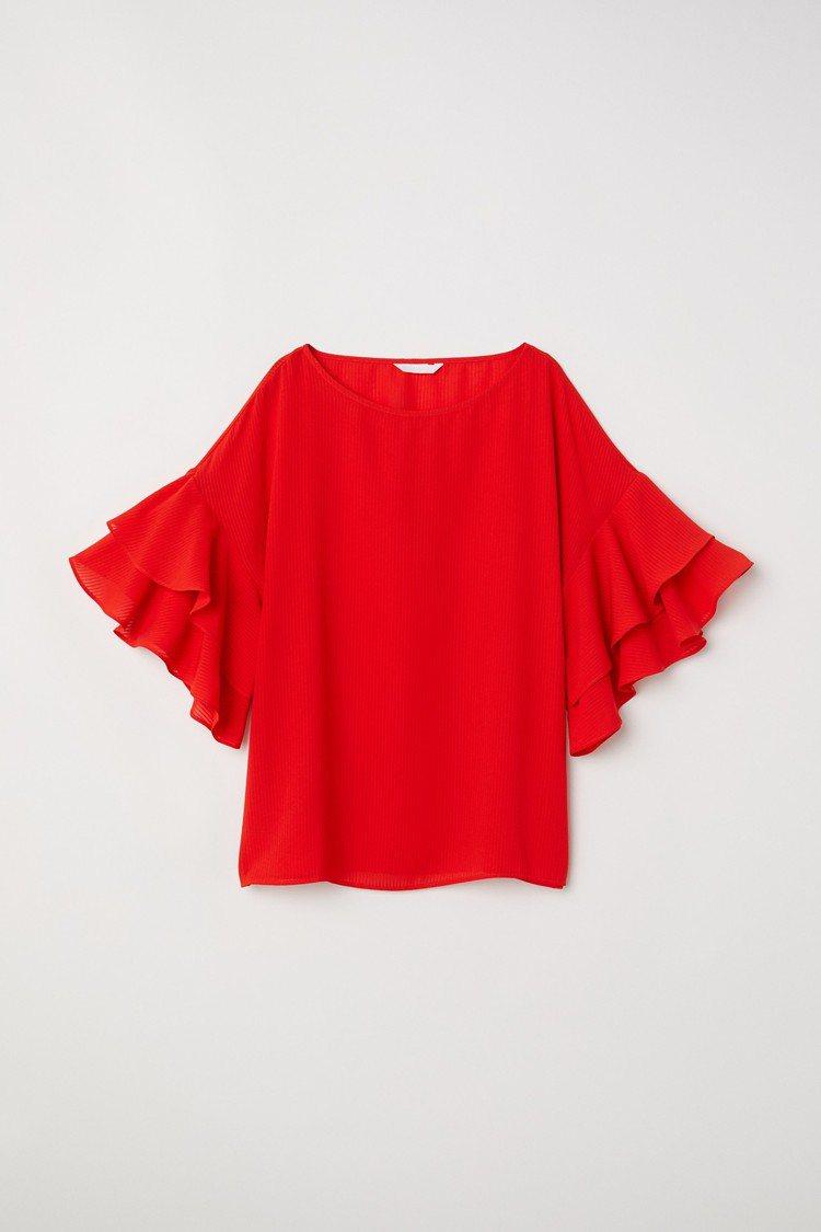 H&M 2018春夏度假系列荷葉寬袖T恤,約599元。圖/H&M提供