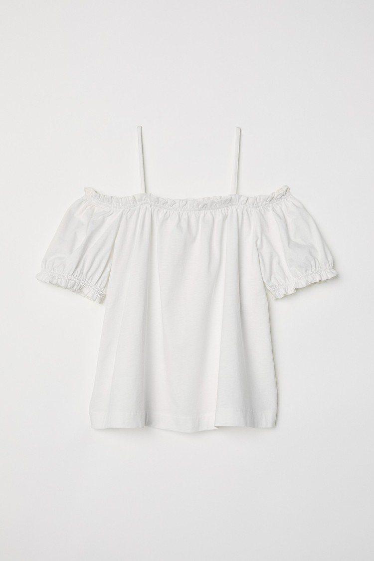 H&M 2018春夏度假系列平肩上衣,約399元。圖/H&M提供