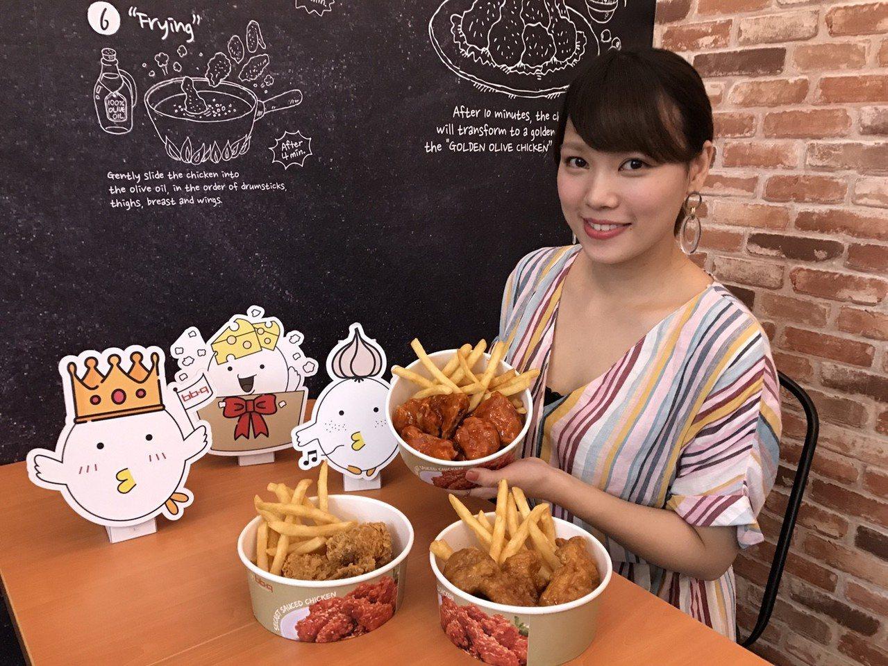 全家韓式炸雞複合店以秘製炸雞、黃金橄欖炸雞以及蜂蜜蒜味炸雞,最受歡迎。圖/全家提...