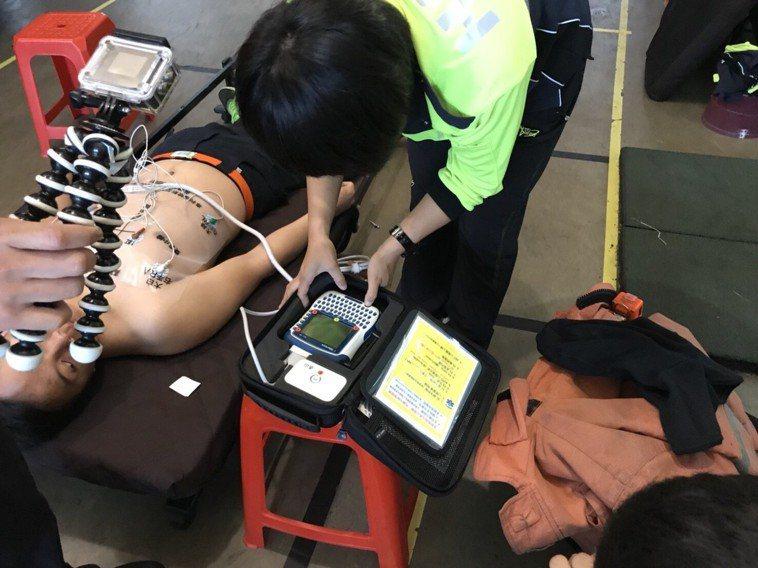 瀕死患者急救圖。圖/新竹市府消防局提供