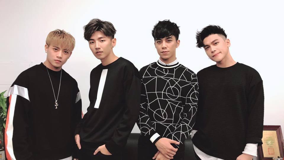 男團TOP1成員張家瑋(右2)。圖/摘自臉書