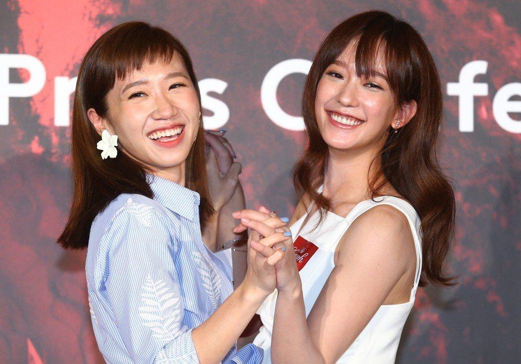 孟耿如(右)黃路梓茵LULU(左)完美演繹黛安芬。記者曾學仁/攝影