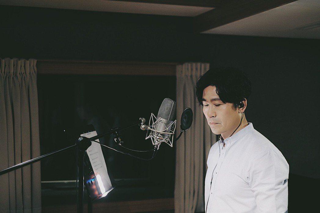 羅時豐為了錄音短暫戒菸兩天。圖/海蝶提供